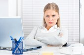 ۱۰ اشتباه کاری زنان که برای شغل آنها خطرناک است !