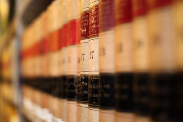 آشنایی با شرایط استخدام کارشناس حقوقی و حقوق آن