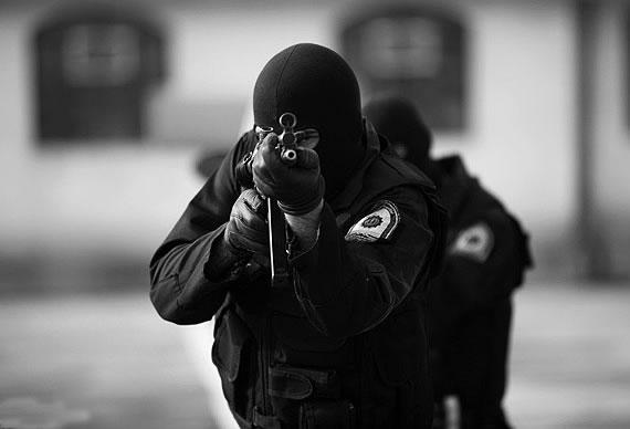 درآمد و وضعیت استخدامی پلیس نیروی انتظامی