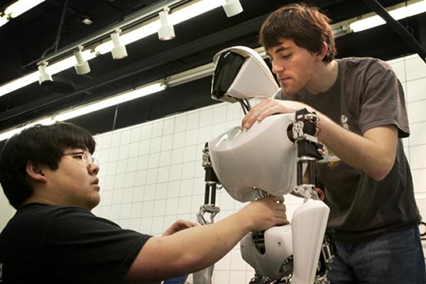 وضعیت حقوق و استخدام مهندس رباتیک