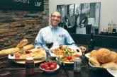 وضع استخدام مدیر رستوران و درآمد او چطور است؟ چه مهارتی لازم دارد؟