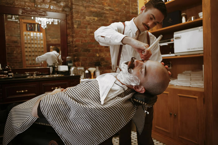 آرایشگری چگونه شغلی است و کار آرایشگر چیست؟