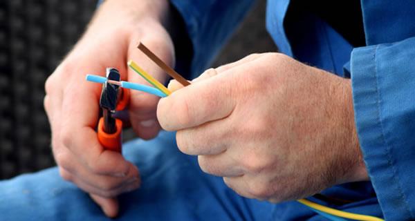 آشنایی با نحوه ورود به شغل برق کاری ، استخدام و درآمد برق کار